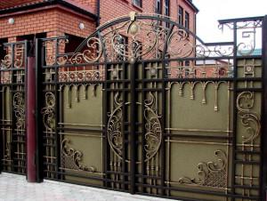 Преимущества кованых ворот в Алматы